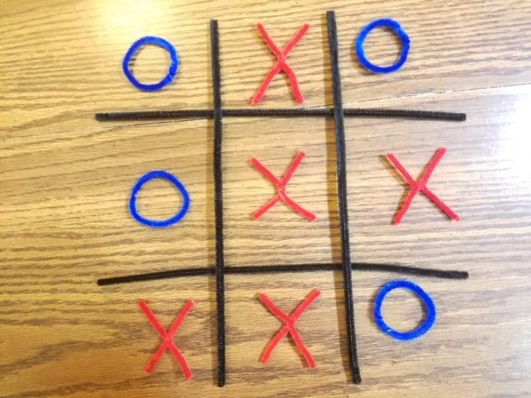 How to Make an Easy DIY Tic Tac Toe Game With Pipe Cleaners